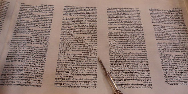 inside-torah-scroll-hebrew